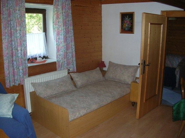 Einzelbett im Wohnschlafraum