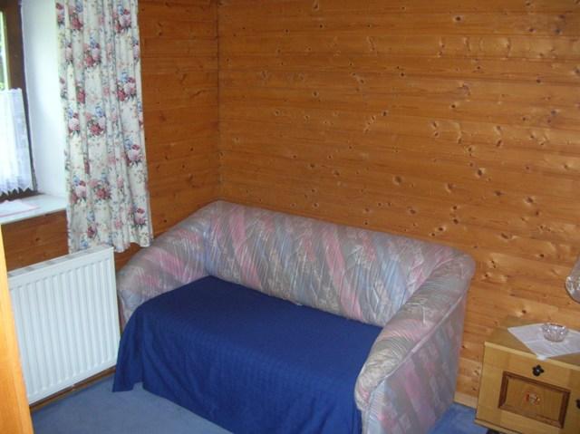 Sofa im Schlafraum nutzbar als Doppelbett